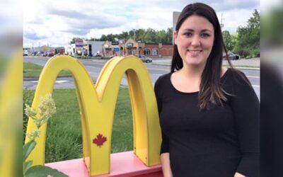 Janie Ross, gérante du restaurant McDonald's de Sainte-Marie, a reçu aujourd'hui le Mérite du gérant de l'année 2017