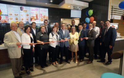 Les franchisés Albert et Nicola Lévy ont récemment inauguré leur 9e franchise McDonald's!