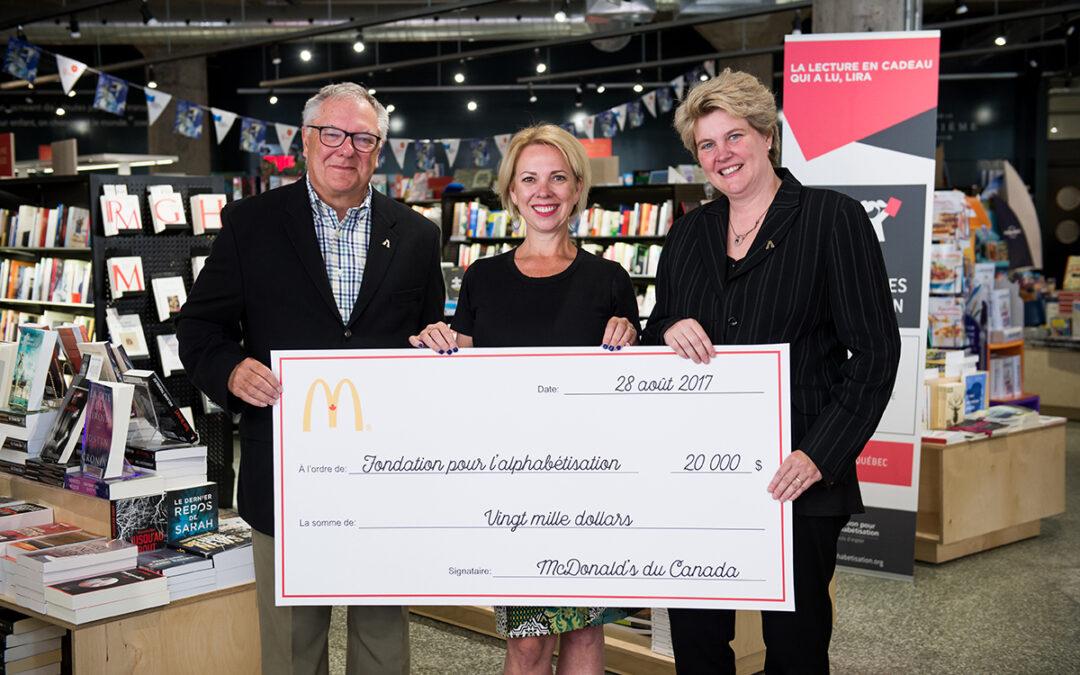 McDONALD'S du Canada remet un don de 20 000 $ au programme La lecture en cadeau